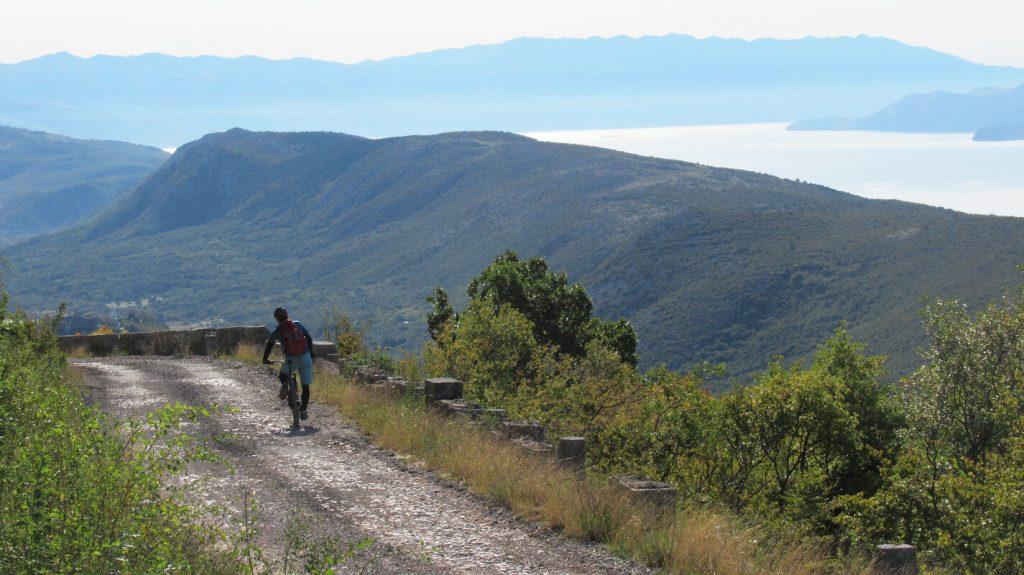 velebit-range-view-adriatic-sea-mountainbiking-tour-trails
